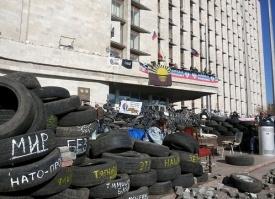 Донецк, ОГА, покрышки, баррикады|Фото: