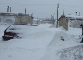 Челябинск, метель, снег, автомобиль, замело|Фото: instagram.com
