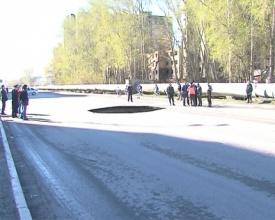улица Харьковская провал Тюмень|Фото: пресс-служба ГИБДД Тюменской области