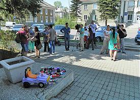 акция протеста, Ревда, машинки для чиновников|Фото: Pelshinda