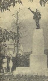 памятник Ленину в Тобольске Фото: leninstatues.ru