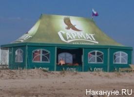 Крым, пляж, отдых, российский флаг, кафе|Фото: Накануне.RU