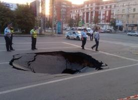 дыра, асфальт, дорога, обвал, провал, челябинск|Фото: vk.com