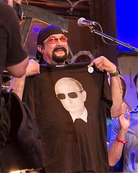 Стивен Сигал, Путин, футболка, севастополь|Фото: ic.pics.livejournal.com