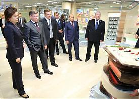 Наталья Комарова, Владимир Якушев, Сургутнефтегаз|Фото: правительство ХМАО