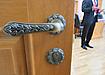 чиновник, депутат, отставка, увольнение, дверь (2018) | Фото: Накануне.RU