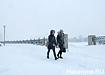 снег, снегопад, прохожие, набережная (2019) | Фото: Накануне.RU