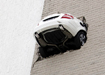 В США Mercedes протаранил стену парковки|Фото: AP