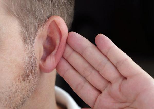 глухой мужчина Фото: news_enc.academic.ru