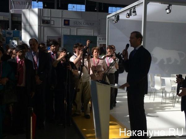 Иннопром выставка открытие Денис Мантуров|Фото: Накануне.RU