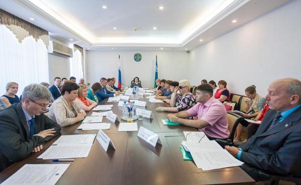 Заседание совета по делам инвалидов|Фото: admhmao.ru