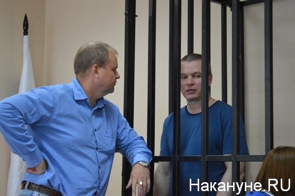 Андрей Алешкин общается со своим адвокатом Фото:Накануне.RU