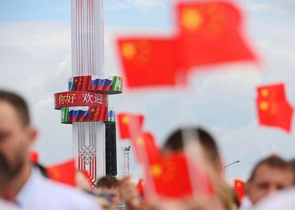 памятная стела в честь 25-летия дружбы Свердловской области и Харбина|Фото: Правительство Свердловской области