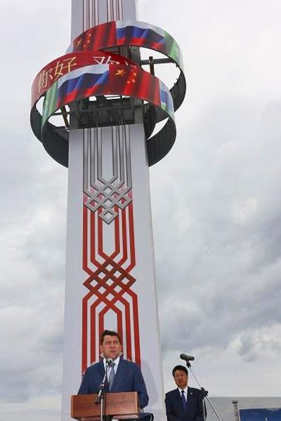 памятная стела в честь 25-летия дружбы Свердловской области и Харбина, Евгений Куйвашев, Сунь Сибинь|Фото: Правительство Свердловской области