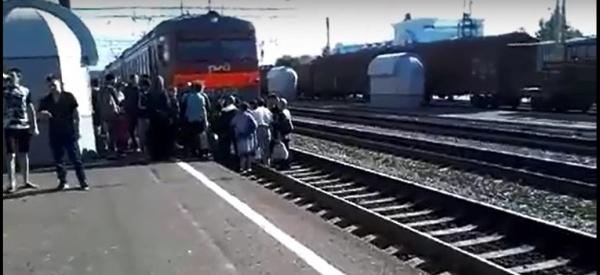 Кропачево, поезд, протестная акция,|Фото:.youtube.com