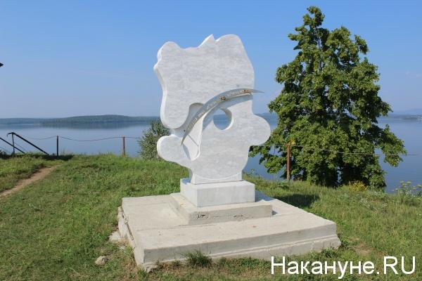 стела метеориту Челябинск, озеро Чебаркуль,(2016)|Фото: Накануне.RU