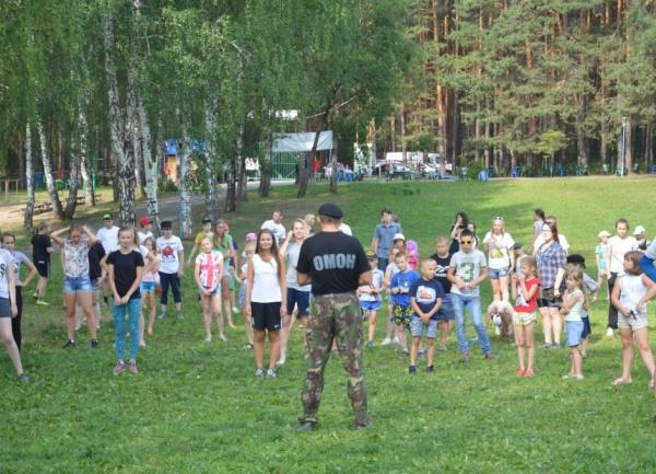 зарядка со стражами порядка Фото:Пресс-служба ГУ МВД России по Свердловской области