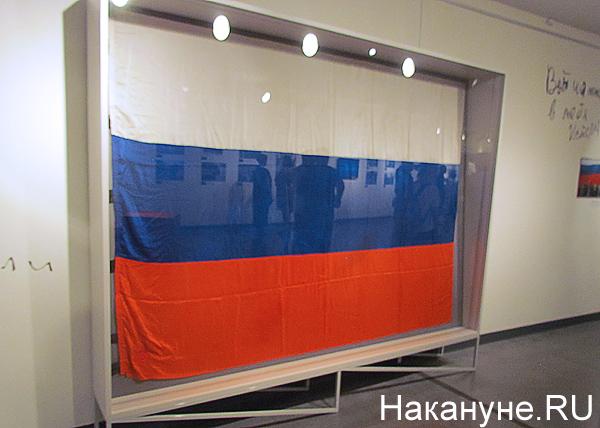 """Ельцин-центр"", открытие выставки, ""Август 91-го. Люди на площади"", триколор, флаг|Фото: Накануне.RU"