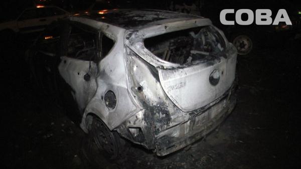 автомобиль пожар Екатеринбург Фото: служба спасения СОВА