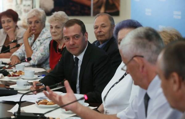 Медведев пенсионеры|Фото: Фейсбук Дмитрия Медведева