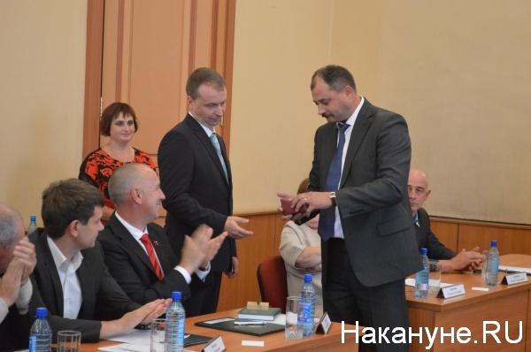 Сергей Руденко поздравляет Андрея Потапова с новой должностью|Фото:Накануне.RU
