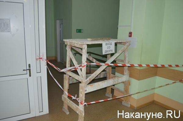 центральный вход поликлиники перекрыт|Фото:Накануне.RU