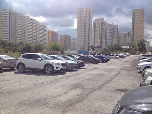 незаконная парковка по ул. Союзная в Екатеринбурге Фото: прокуратура Свердловской области