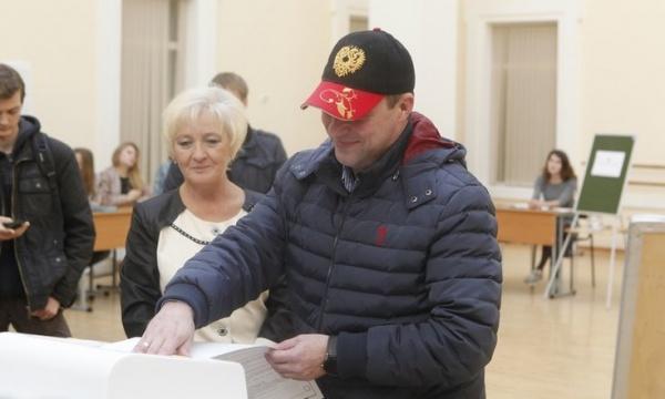 Игорь Холманских выборы 2016 голосование|Фото: uralfo.gov.ru