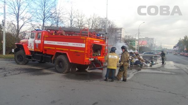 мусоровоз пожар Екатеринбург|Фото: служба спасения СОВА