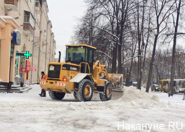 снег гололед Екатеринбург уборка снега машина машины трактор|Фото: Накануне.RU