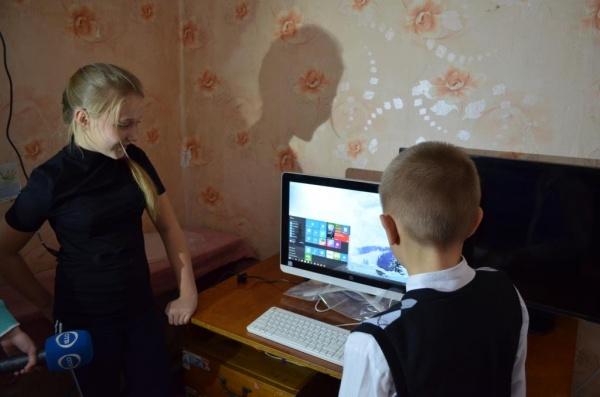 компьютер, подарок Путина|Фото: Департамент информационной политики губернатора СО