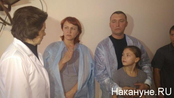 Ханты-Мансийская ОКБ, посещение пострадавших в аварии, Наталья Комарова Фото: Накануне.RU