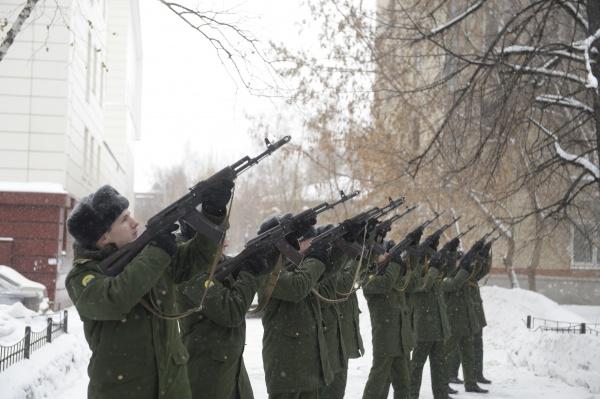 памятный залп, бессмертный батальон, тюмень, автомат Фото:пресс-служба Транснефть-Сибирь
