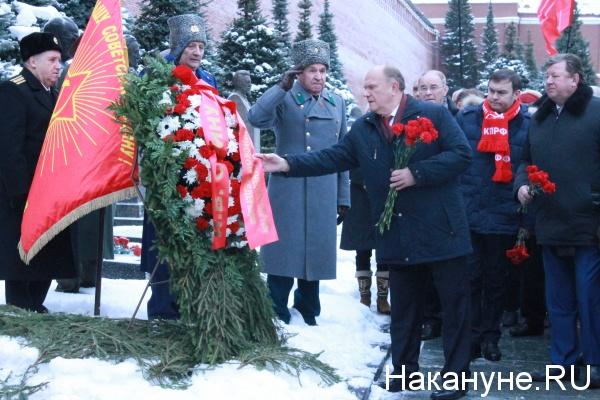 две гвоздики Сталину, Зюганов Фото: Накануне.RU