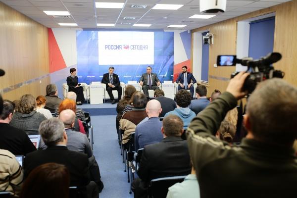 Андрей Козенко, пресс-конференция, Крым|Фото:пресс-служба депутата ГД РФ Андрея Козенко