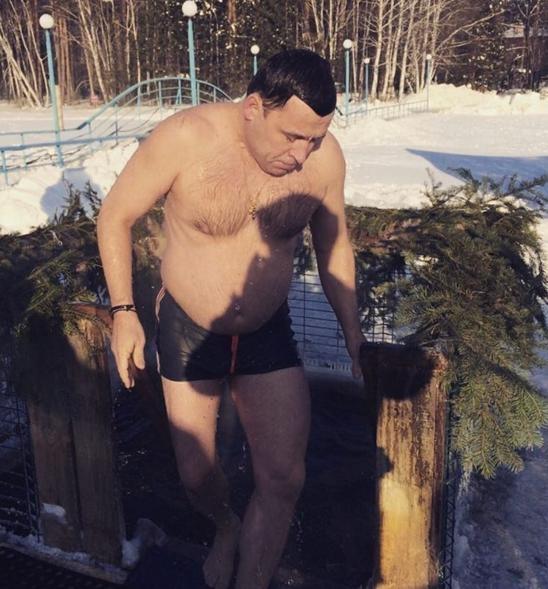 Евгений Куйвашев крещение купель|Фото: instagram.com/evgenykuyvashev