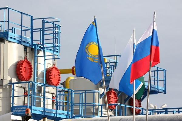 Россия, Казахстан, флаги|Фото: Департамент информационной политики губернатора СО