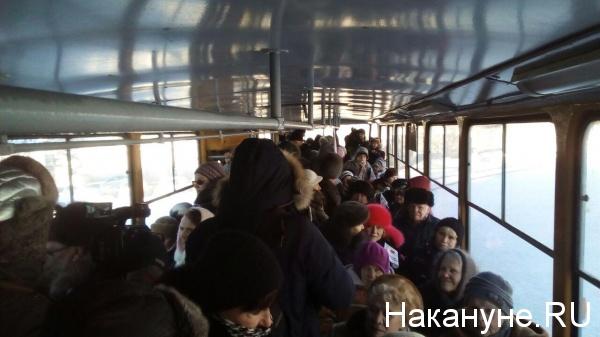 митинг против транспортной системы, повышения стоимости проезда, партия пенсионеров, трамвай|Фото: Накануне.RU