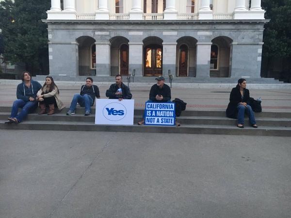 Пикет калифорнийских сепаратистов|Фото: los angeles times