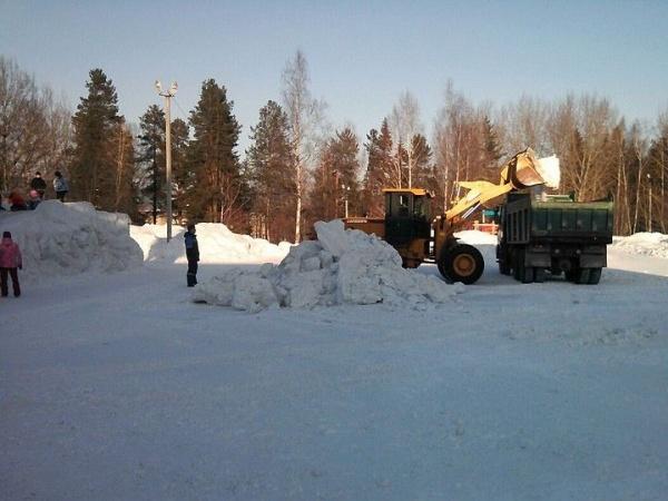 трактор снос ледовый городок дети|Фото: прокуратура Свердловской области