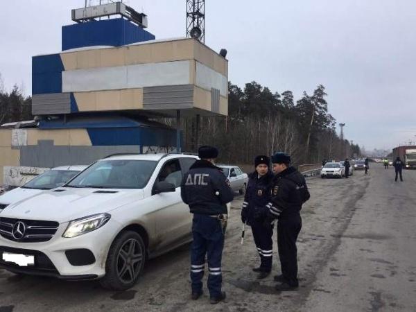 ГИБДД сплошная проверка ДПС Фото: ГИБДД Свердловской области
