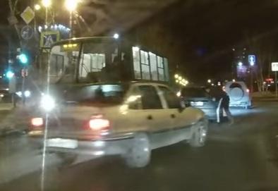 бита иномарка нападение|Фото: youtube.com