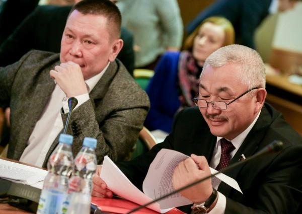 Член Комитета по делам национальностей Григорий Ледков, член Комитета по аграрным вопросам Родион Букачаков Фото: duma.gov.ru