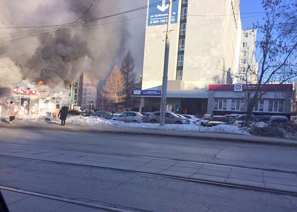 Екатеринбург, Куйбышева, 97, цветочный киоск, пожар|Фото: vk.com
