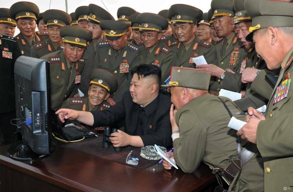 Ким Чен Ын за компьютером|Фото: itfrg.com