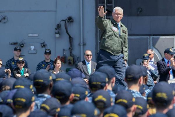 Вице-президент США на американском авианосце в Японии|Фото: japantimes.co.jp