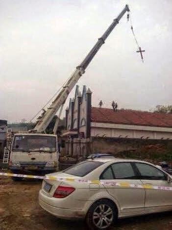 При Ся БАолуне по всей провинции Чжэцзян стали снимать кресты|Фото: http://www.churchinchains.ie/news-by-country/east-asia/china/china-sanjiang-church-building-completely-demolished/