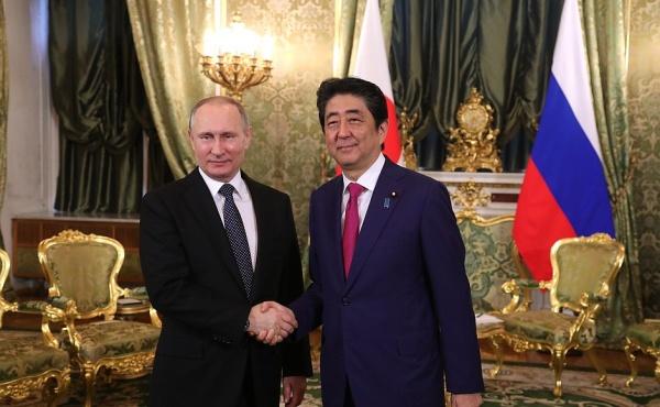Президент РФ Владимир Путин и премьер-министр Японии Синдзо Абэ на встрече в Кремле|Фото: http://kremlin.ru