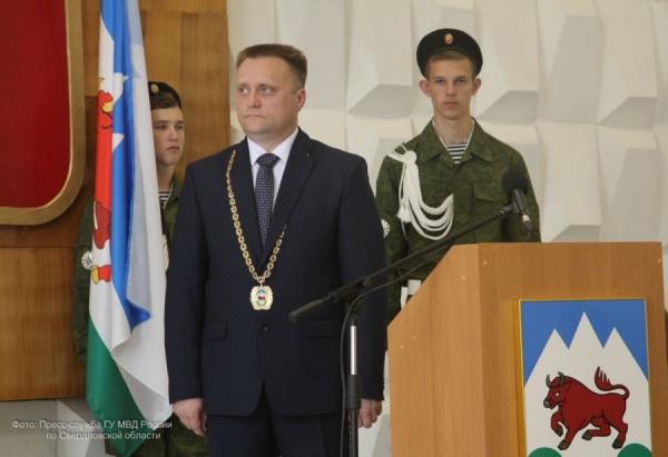 награждение Романа Валова Фото: ГУ МВД по СО