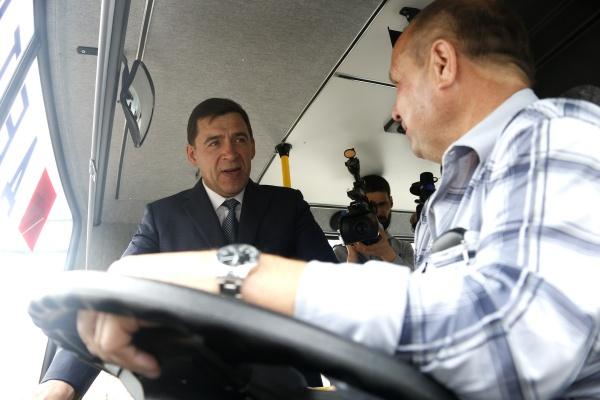 Евгений Куйвашев, церемония, школьные автобусы|Фото: Департамент информационной политики губернатора